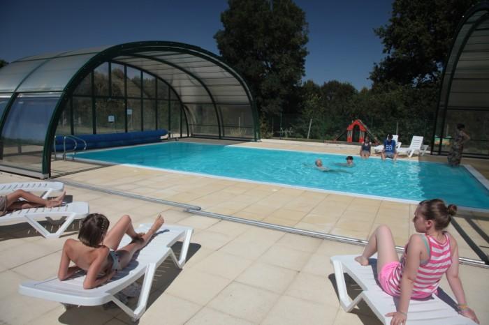 Camping avec piscine couverte et chauff e en vend e for Camping marais poitevin avec piscine