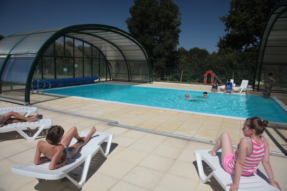 Camping avec piscine couverte et chauff e en vend e for Camping calvados avec piscine couverte