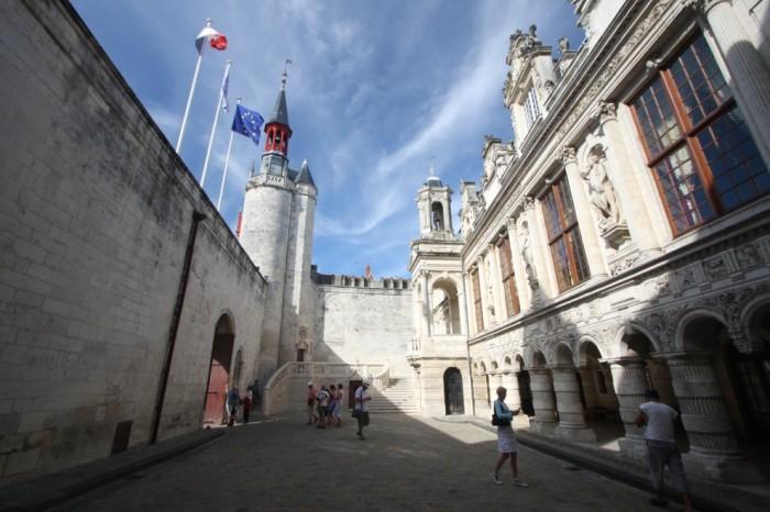 Hotel de ville de la Rochelle cour intérieure