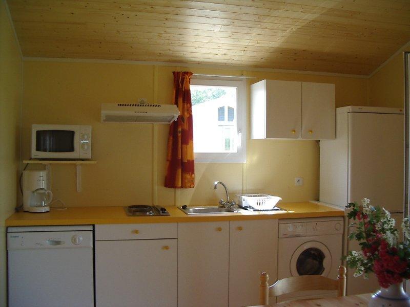 location en meubl au mois fontenay le comte en vend e. Black Bedroom Furniture Sets. Home Design Ideas