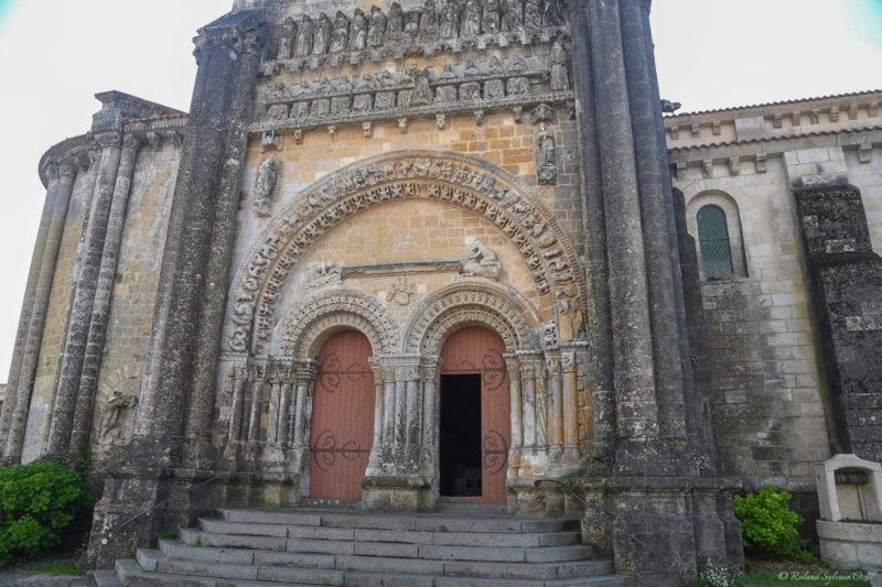 Ornement de la façade de l'église