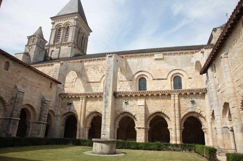 Abbaye de Nieul sur l'Autise, le cloître