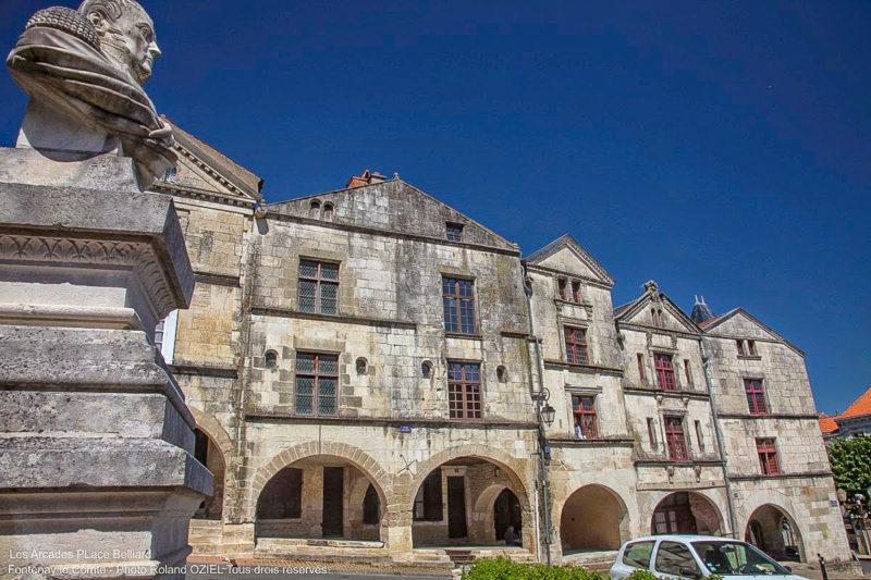 Les arcades place Belliard camping Fontenay le Comte