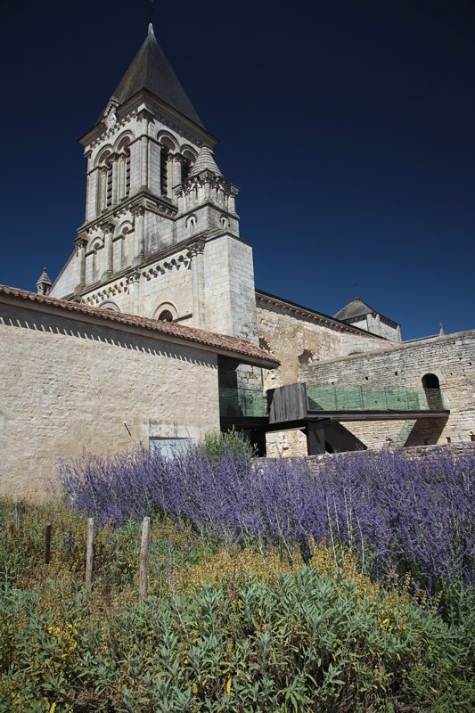 Abbaye de Nieul sur l'Autise, l'église