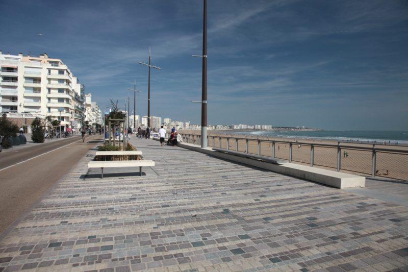 Le remblai des sables d'olonne lieu de rendez-vous des vélos et des marcheurs